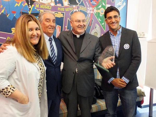 Don Diego Capado recibiendo el premio Visión Estelar