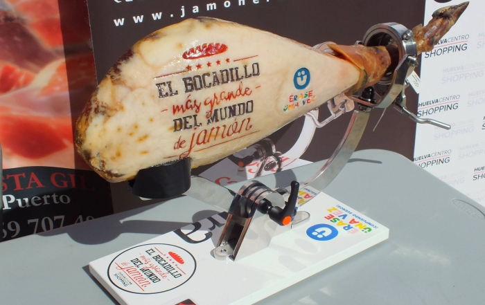 ¡Conseguido! Huelva batió el Record Guinness del Bocadillo más grande del mundo de jamón