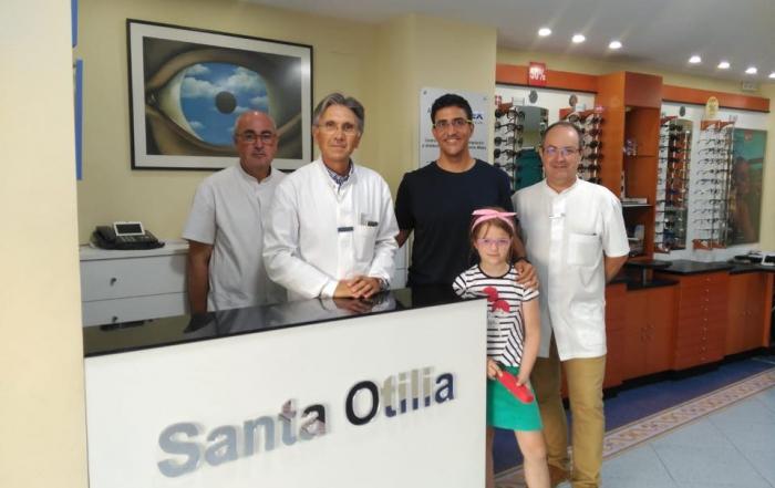 Óptica Santa Otilia dona gafas a los niños de ASNIA